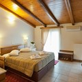 Premium rooftop suite with spa bath (2-4 persons)